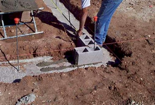 Index of wp content uploads 2012 09 for How to build a concrete block wall foundation