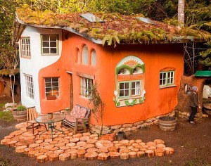 Laughing House - Cob Cottage Company